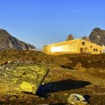 The cabin, Rabothytta, lit up by the sun and located right next to the glacier in Okstindan.