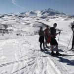 Skiers on a sunny day in Korgfjellet