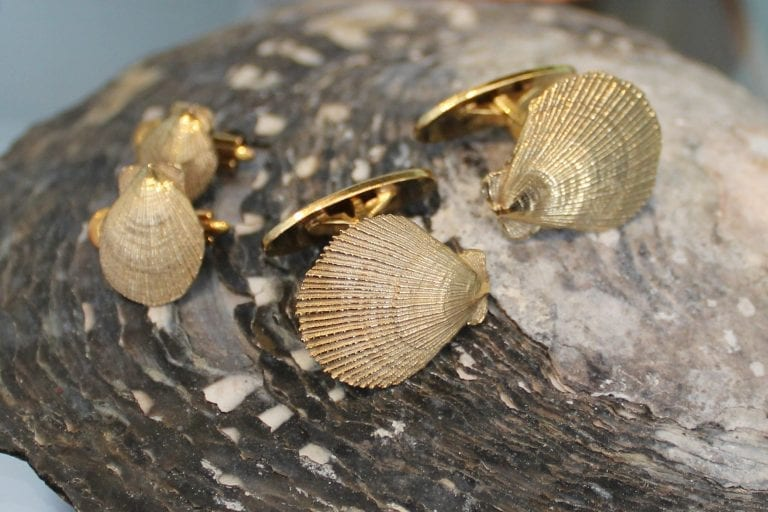 Golden cuff links with shells, made by goldsmith Merete Mattson.