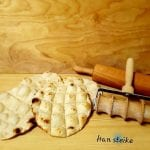 Kamkaker and the wooden baking tools you need to make them.