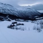 Winterparking at Melkarhella, with a view down the Leirskarddalen valley.